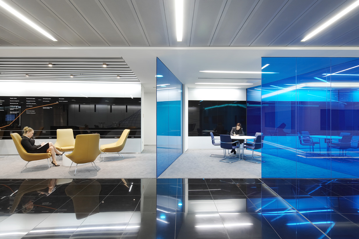 Lventure group crolla dopo il s del board all aumento di for Office design blue