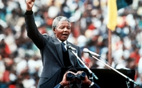 Dai Simple Minds a Clint Eastwood: i tanti omaggi a Mandela